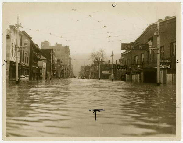 Portsmouth 1937 flood, Chillicothe St. under water photograph