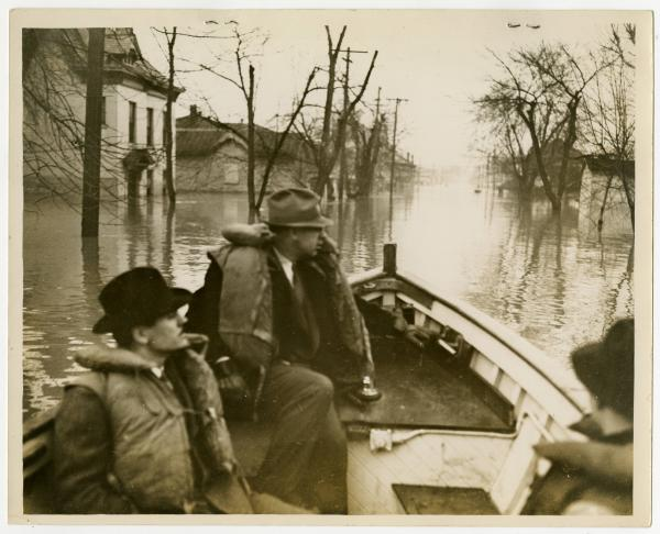 Portsmouth 1937 Flood, Garber and Sheehan in boat photograph
