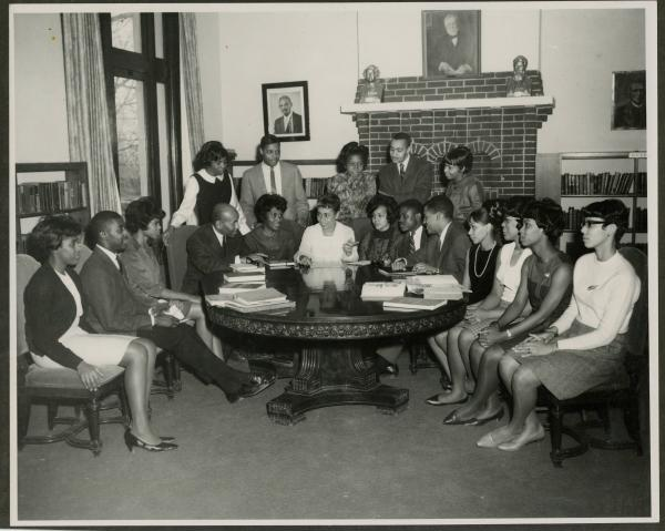 Yvonne Walker-Taylor and a group of unidentified Wilberforce University students at Carnegie Library