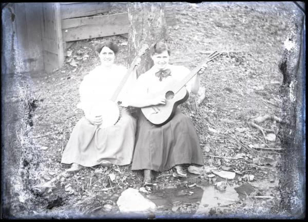 Women with musical instruments