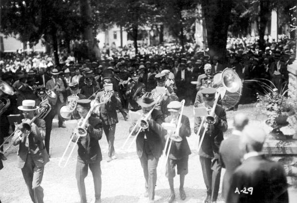 Marching band during Warren G. Harding's presidential campaign