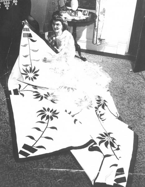 Mary Borkowski photograph with grand prize quilt