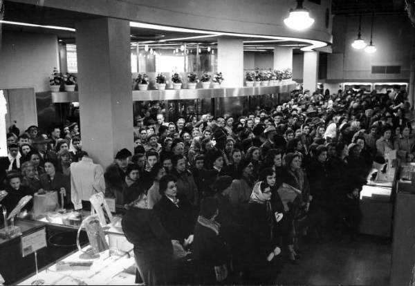 Crowd at the F. & R. Lazarus Company