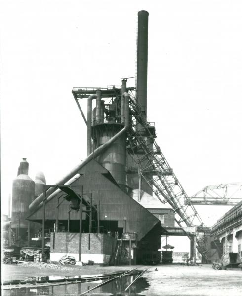 Youngstown Sheet and Tube Company's Campbell Works blast furnace cleaning mechanisms