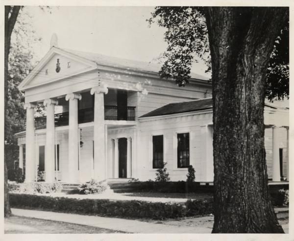 Robbins Hunter Museum-Avery Downer House photograph