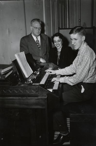 Playing organ, Ohio State School for the Blind, photograph
