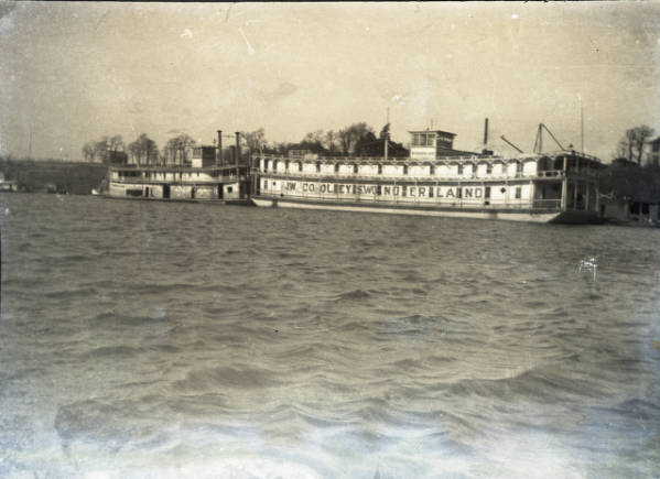 Wonderland Showboat and Tow Verne Mac photograph