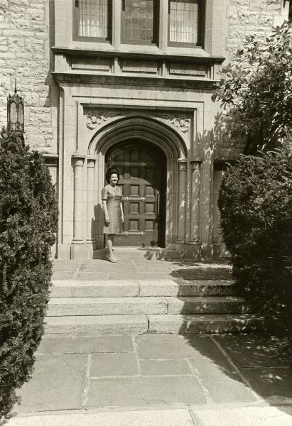 Helen Rhodes in front of governor's mansion photographh