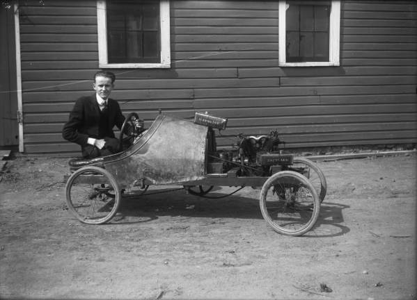 Early automobile photograph
