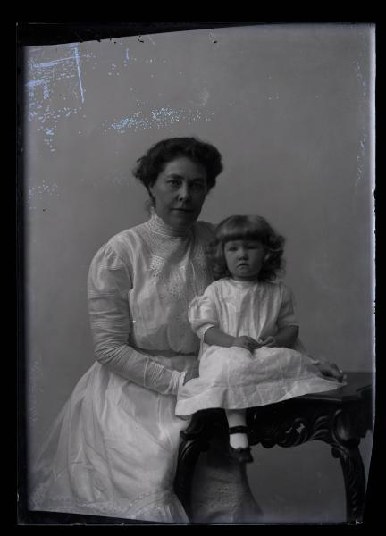 Ruth Weinman Herndon and mother photograph