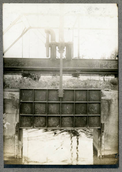 Sluice gate photograph