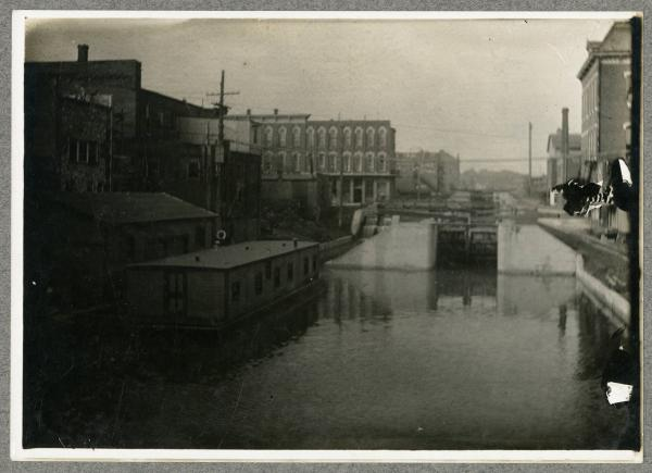 Houseboat in Defiance photograph