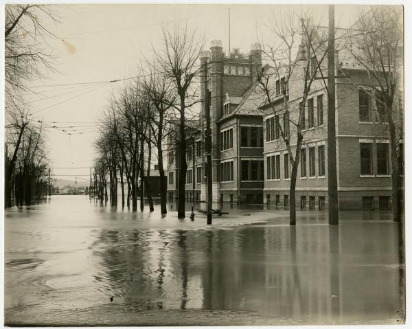 North Sixth Street in Zanesville during 1913 flood