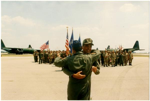 U.S. soldiers returning home during Gulf War photograph
