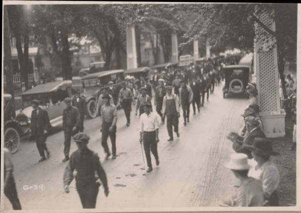 Warren G. Harding campaign march photograph