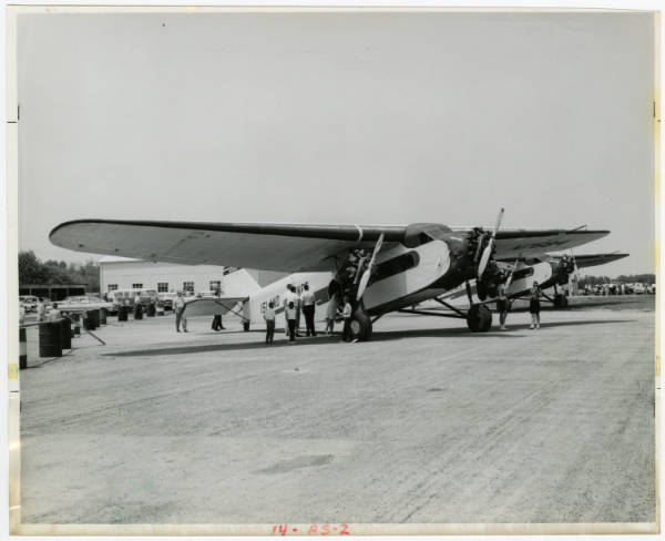 Island Airlines Ford Tri-motor loading passengers