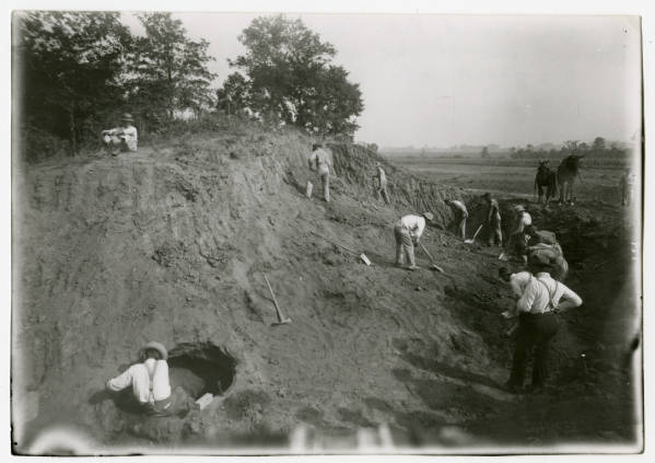Work crew at Edwin Harness Mound