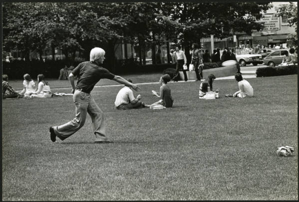 Man playing frisbee on Ohio Statehouse lawn