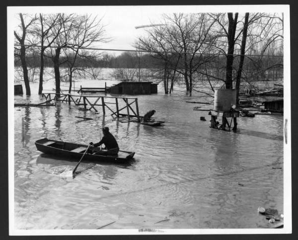 Rowboat in Circleville during 1959 flood