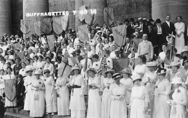 Suffragists at Ohio Statehouse photograph