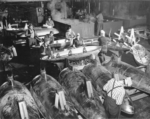 War workers at Youngstown Steel Door Company photograph
