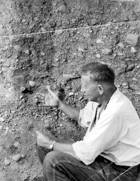 Louis Bromfield giving soil lecture