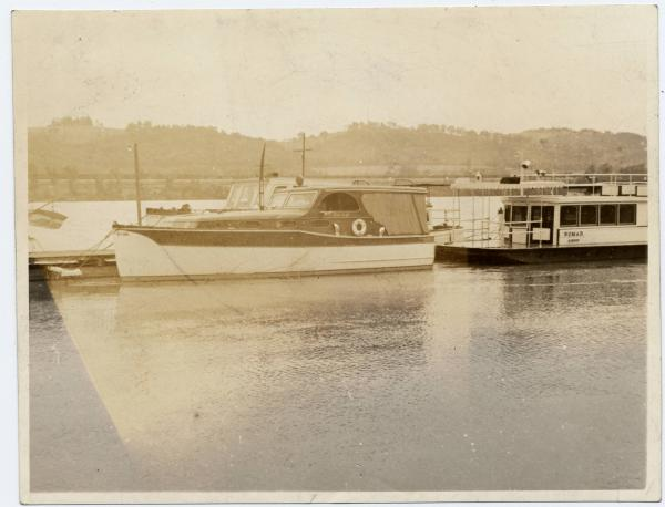 Pleasure boat on the Ohio River