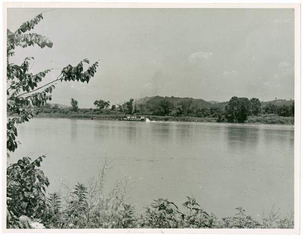 Small boats and barges on the Ohio River