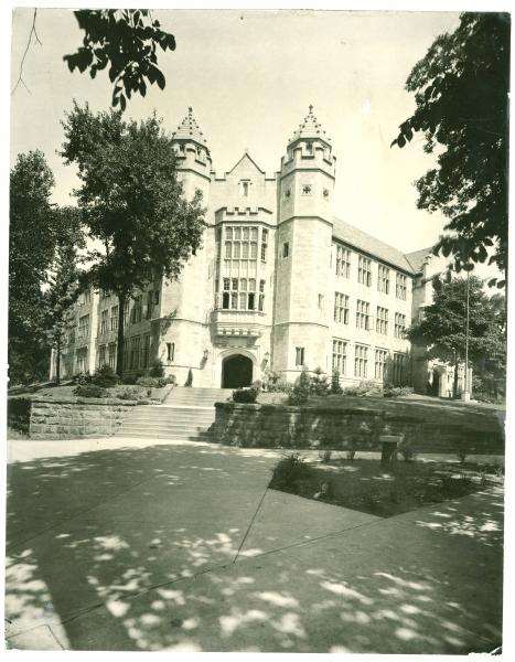 Jones Hall at the entrance to Youngstown College